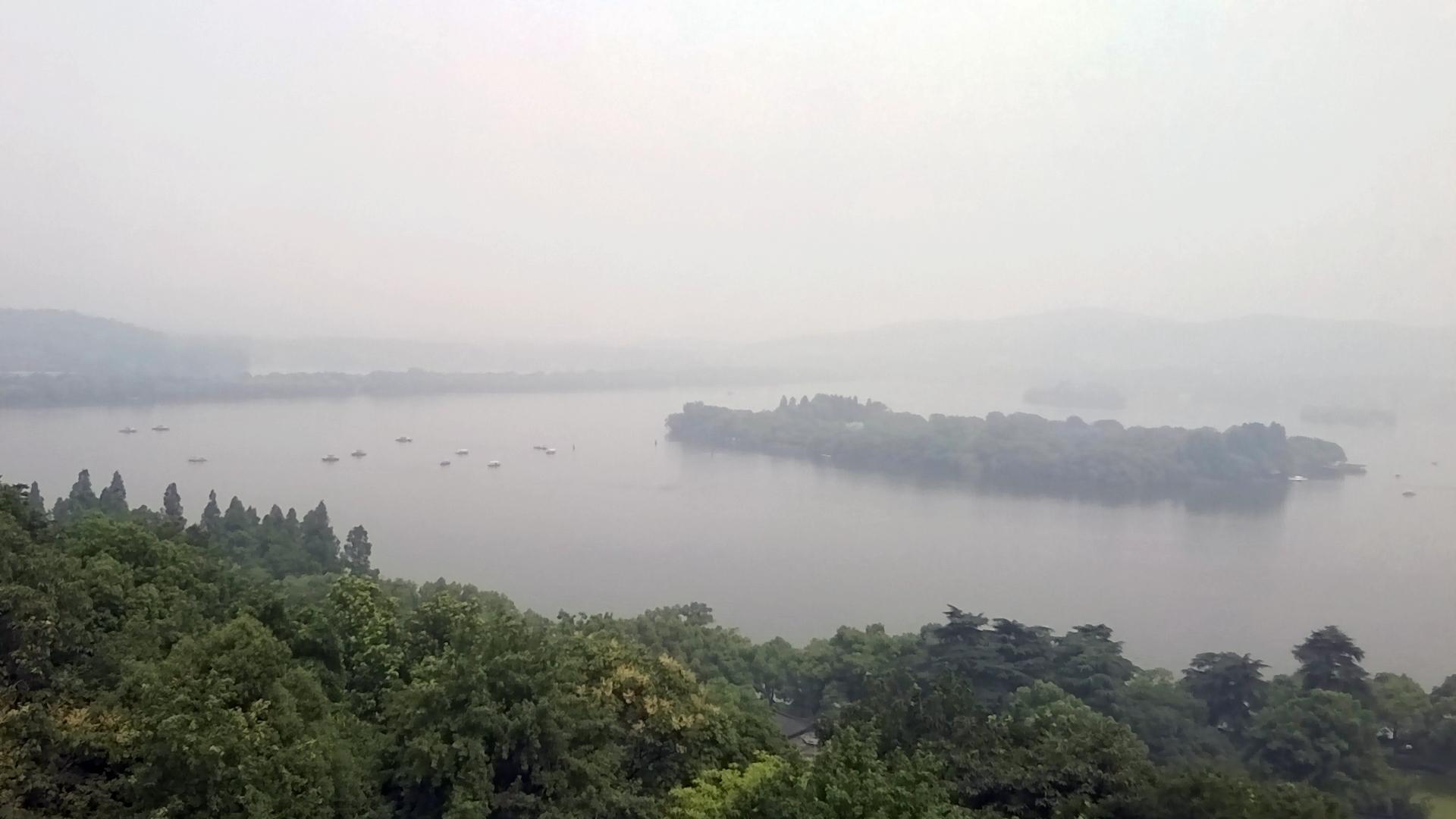 登上雷峰塔一覽西湖全景